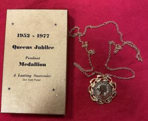 Queen's Jubilee 1952-77 Pendant Medallion With Original Box
