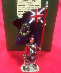 BR29 Scottish Highlander Officer With Flag